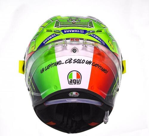 Il casco speciale di Rossi: C'è solo un capitano (2)