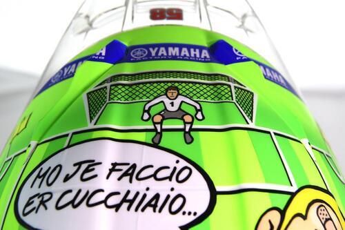 Il casco speciale di Rossi: C'è solo un capitano (5)