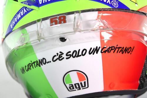 Il casco speciale di Rossi: C'è solo un capitano (8)