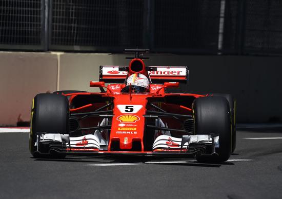 F1, GP Azerbaijan 2017: Hamilton e Vettel, tra i due litiganti Ricciardo gode
