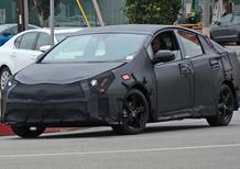 Toyota Prius: in questi spy, sembra quasi una berlina