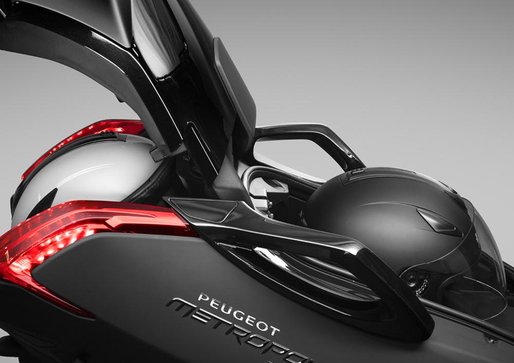Peugeot Metropolis 400 RX-R (2017 - 18), prezzo e scheda tecnica ...