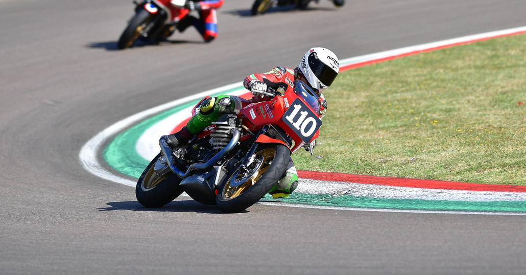 Moto Guzzi e i Guareschi trionfano nell'Endurance di Imola