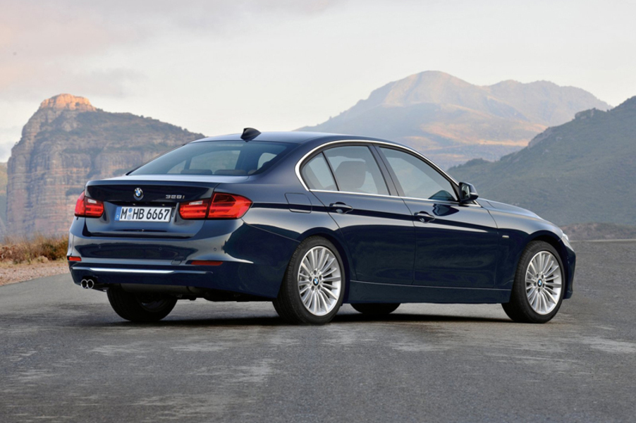BMW Serie 3 330dA Luxury (2)