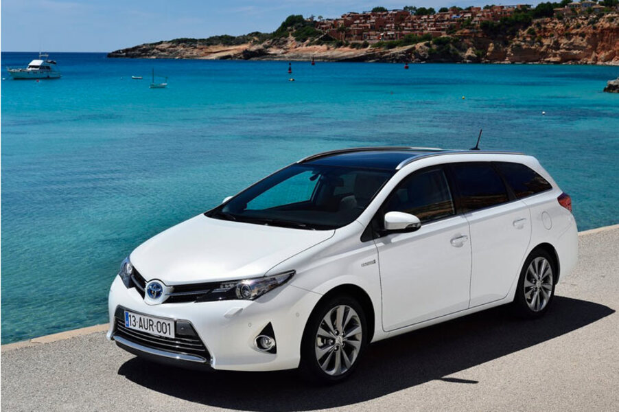 Toyota Auris Station Wagon (2013->>) (2)
