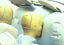 Airbag difettoso, da richiamare un milione di Mercedes