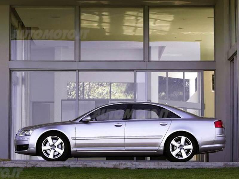 Audi A8 3.2 V6 FSI quattro tiptronic