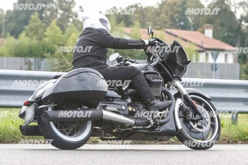 Foto Spia: Moto Guzzi California Bagger (8)