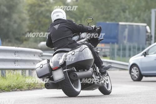Foto Spia: Moto Guzzi California Bagger (9)