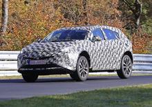Nuova Toyota Prius +: immagini del muletto al Nurburgring