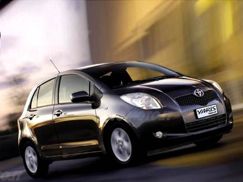 toyota yaris 1 0 5 porte navi 02 2008 01 2009 prezzo. Black Bedroom Furniture Sets. Home Design Ideas