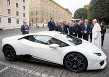 Lamborghini Huracan, all'asta l'esemplare donato a Papa Francesco