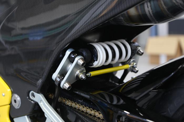 La sospensione posteriore pushrod trasversale