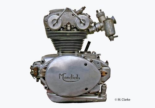 Nei motori Mondial da competizione (e anche in un paio di quelli di serie) la trasmissione primaria era a coppia di ingranaggi e il cambio del tipo con presa diretta. L'albero a gomito girava all'indietro. Questo è un 175 monoalbero del 1954