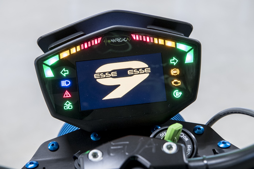 Il cruscotto TFT a colori realizzato da Cobo per Energica