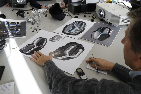 I disegni di stile del faro montato sulla nuova F 850GS