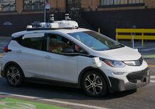 Incidente tra macchina a guida autonoma e moto. Incolpato il motociclista