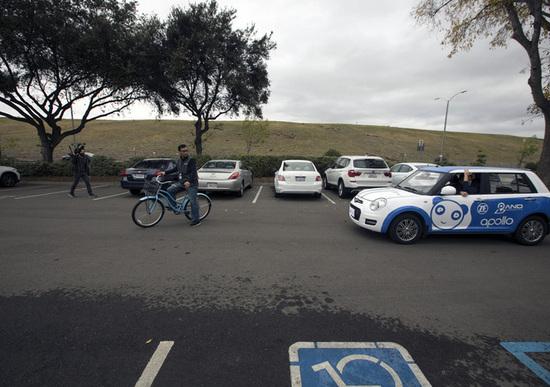 CES, presentato il parcheggio autonomo senza conducente
