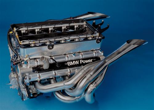 I motori di Formula Uno aspirati dei primi anni Duemila hanno raggiunto regimi di rotazione anche superiori a 19.000 giri/min e sono arrivati a potenze specifiche dell'ordine di 300 CV/litro