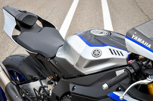 La sella fa il verso alla MotoGP YZF-M1