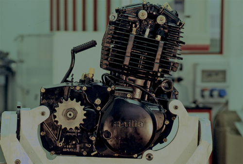 Il robusto e affidabile monocilindrico Rotax monoalbero raffreddato ad aria è stato costruito in cilindrate comprese tra 348 e 598 cm3. Nel corso degli anni Ottanta è stato impiegato da case come la KTM, la SWM e l'Aprilia