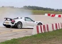 Porsche 918 Spyder piomba sugli spettatori: 26 feriti, 5 gravi [video]