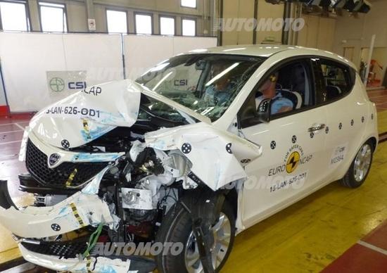 Euro NCAP, 2 stelle alla Lancia Ypsilon. Che si incendia dopo il test