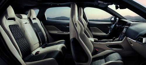 Jaguar F-Pace SVR: ecco il nuovo SuperSUV inglese che sfida Alfa Stelvio - video (6)