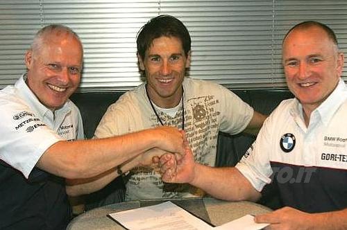 Da sinistra Peter Mueller (Executive Vice President Development & Model Lines), Ruben Xaus, Berti Hauser (Director of BMW Motorrad Motorsport)