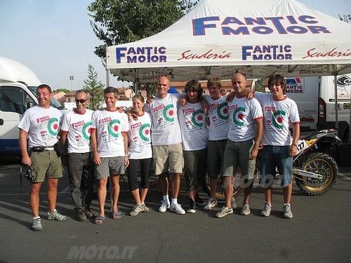 Federico Fregnan (al centro) con i piloti del Motorally