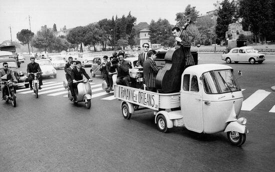 L'Ape Pentarò: ispirato agli autoarticolati, ha una portata di 700 kg