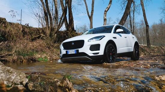Jaguar E-Pace sul fango, senza problemi e in pieno comfort