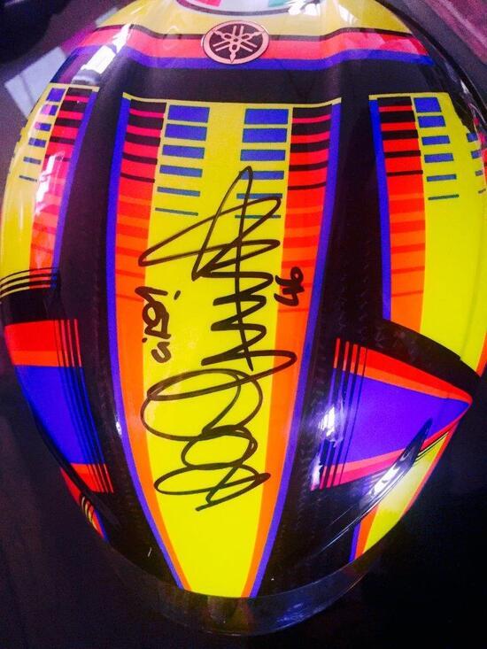 Casco autografato di Valentino Rossi, in beneficenza a 10mila €