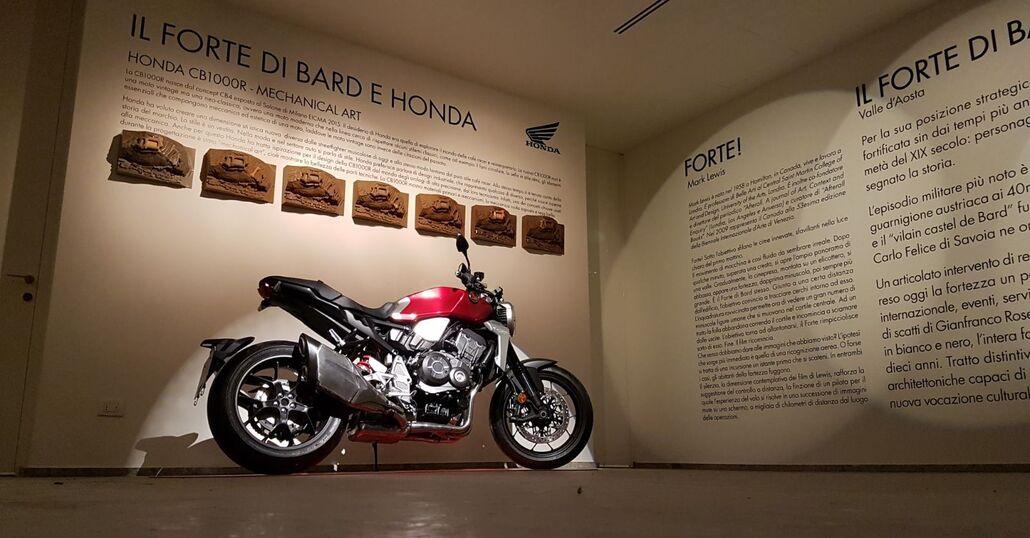 Honda CB1000R alla Milano Design Week