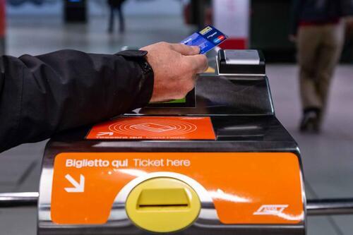 """La metro? A Milano si paga al tornello con la carta """"contactless""""  (2)"""