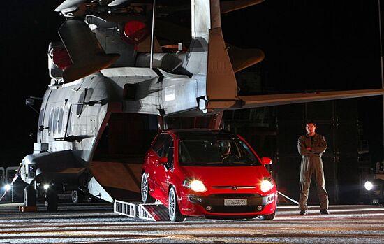 La Fiat Punto Evo viene presentata alla stampa a bordo della portaerei Cavour. E' il 2009