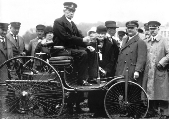 29 gennaio 2016: l'automobile compie 130 anni