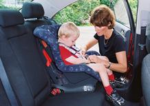Bimbi dimenticati in auto: come evitare la tragedia