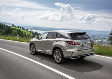 Lexus RX L, il SUV giapponese diventa a 7 posti [Video]