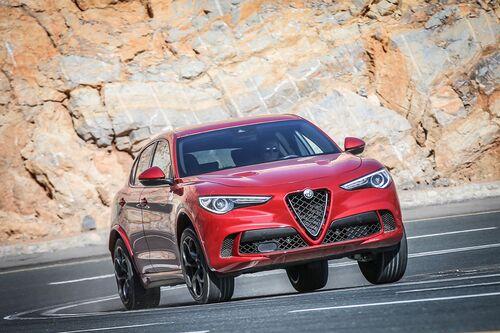 Alfa Romeo Stelvio, ecco i prezzi aggiornati del SUV milanese (6)