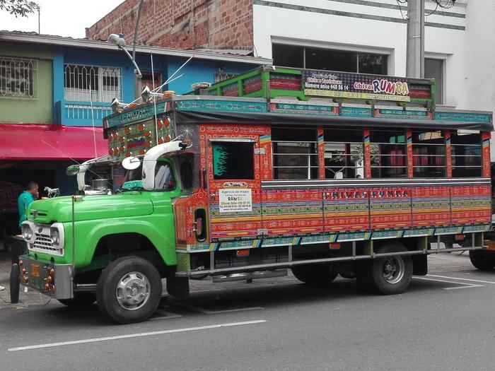 Un Party bus in giro per Medellìn