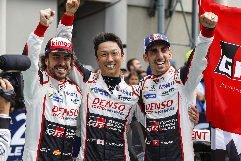24 Ore di Le Mans, Doppietta Toyota: Alonso Nakajima e Buemi nella storia [video]