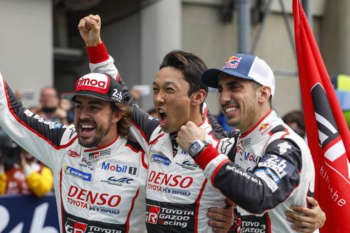 24 Ore di Le Mans, Doppietta Toyota: Alonso Nakajima e Buemi nella storia [video] (6)