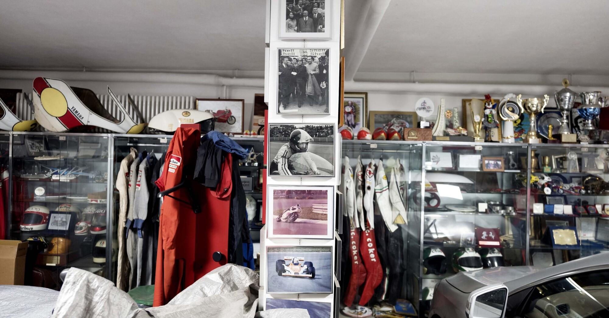 Tute appese, trofei, foto, auto: il garage di Giacomo Agostini (Photo by Gabriele Micalizzi)
