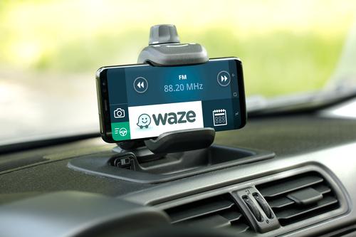 Fiat Panda, arriva la serie speciale Waze (3)