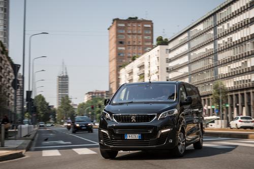 """Peugeot Traveller, vettura ufficiale della serie TV """"4 Ristoranti"""" (6)"""