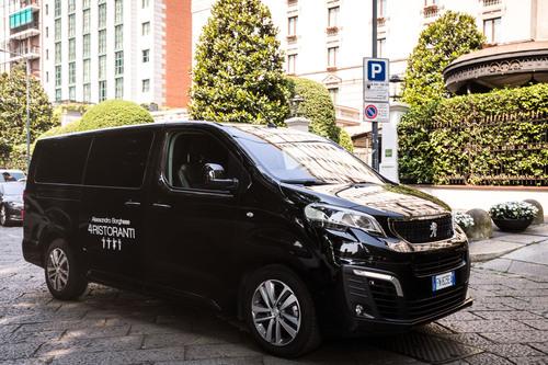 """Peugeot Traveller, vettura ufficiale della serie TV """"4 Ristoranti"""" (5)"""