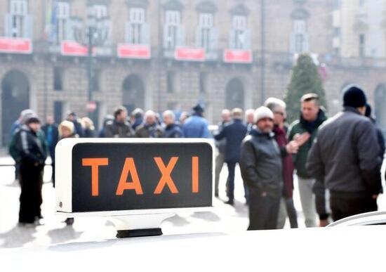 Taxi: antitrust bacchetta operatori di Milano e Roma. Limitano la concorrenza