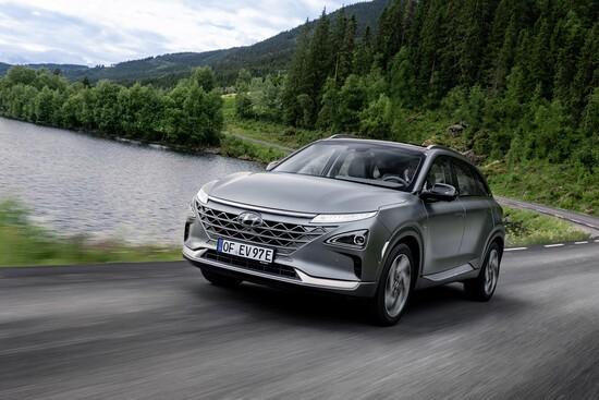 Prestazioni degne di competere con il segmento dei C-SUV per il nuovo FCEV Hyundai che è il riferimento mondiale per le auto a idrogeno di serie, oggi
