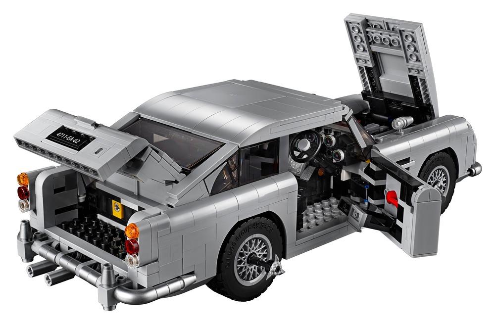 Aston Martin Db5 Lauto Di James Bond Creata Dalla Lego Video